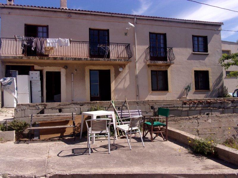Vente batisse de deux habitations - Mobilier jardin narbonne saint etienne ...